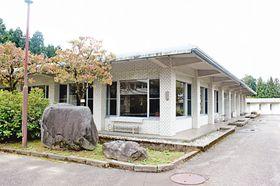 民間による利活用が検討されている新川学びの森天神山交流館の食堂棟