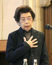 20日、ベルギー・イーペルの博物館で被爆体験を語る笠岡貞江さん(共同)