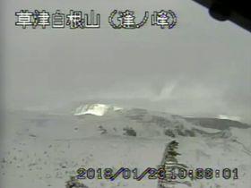 気象庁が公開している草津白根山の監視カメラ映像(同庁のホームページより)