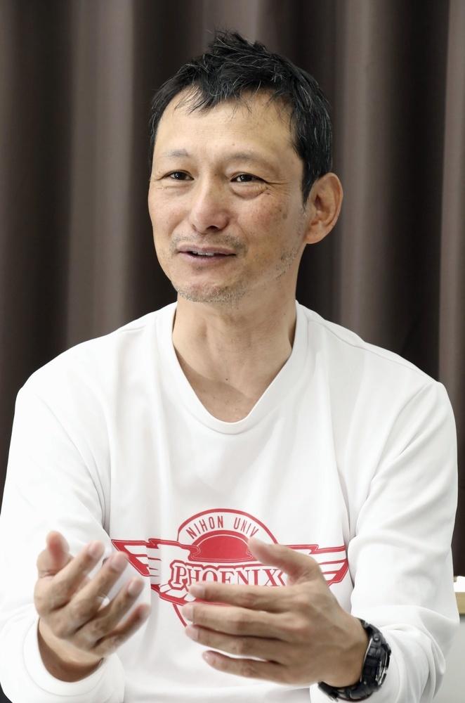 インタビューに答える橋詰功監督=東京都世田谷区
