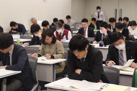 選挙執行の留意事項について確認した会議=県庁