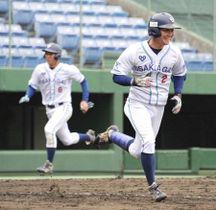 【日本通運―大阪ガス】5回裏大阪ガス2死二、三塁、花本の左前2点適時打で4―0とする。左は三走峰下=倉敷マスカット