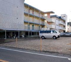 事件現場のアパートは取り壊されて空き地になっている=15日午後、福岡県大野城市内