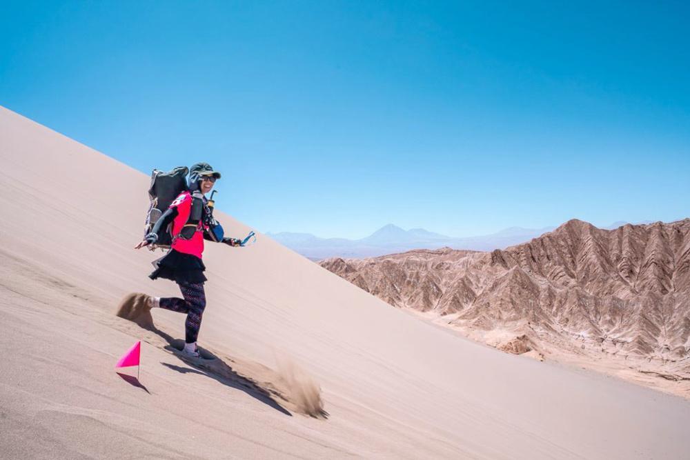 チリのアタカマ砂漠でレースに参加した水岡紗希さん=2019年10月