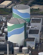 九州電力川内原発の1号機(手前)と2号機=鹿児島県薩摩川内市