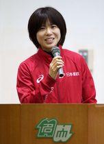 母校名古屋大の壮行会で、あいさつする東京五輪マラソン女子代表の鈴木亜由子=15日、名古屋市