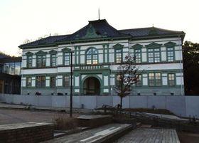 来夏に東京都から金沢市に一部移転する東京国立近代美術館工芸館の建物=21日午後