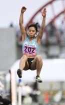女子走り幅跳び 6メートル26で優勝した筑波大の高良彩花=相模原ギオンスタジアム