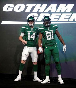 新色は「ゴッサムグリーン」 NFLジェッツがユニホームを一新