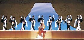 リハーサルで「羽衣三番叟」を舞うにし茶屋街の芸妓衆=金沢市の石川県立音楽堂