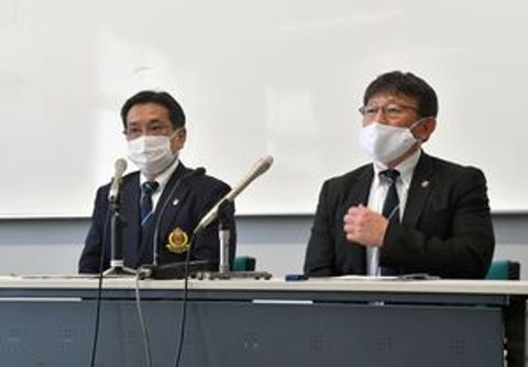 独自県大会の開催を決め、記者会見する県高野連の菅野会長(左)と藤田理事長=宇都宮工高