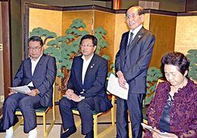 会津への感謝を述べる熊本顕彰会の興梠会長(右から2人目)