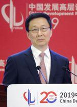 北京で開かれた経済関連フォーラムで演説する中国の韓正筆頭副首相=24日(共同)