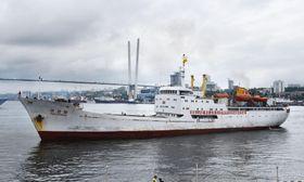 ロシア・ウラジオストク港に入港する北朝鮮の貨客船「万景峰」=8月17日(共同)