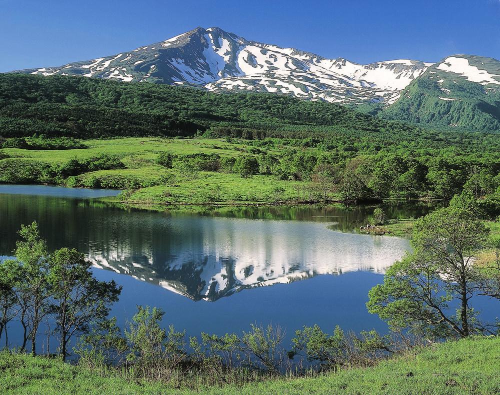山形、秋田県境にまたがる鳥海山=1998年6月(写真家大川清一氏撮影)