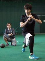 トレーニングに励むソフトバンクの武田=宮崎市