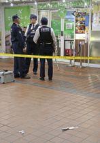 男性がけがを負った現場付近に落ちていた刃物=26日午後、新潟市中央区