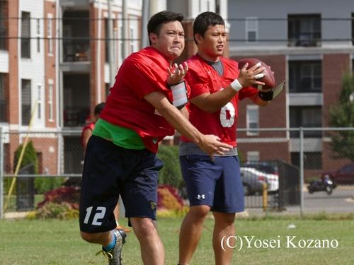 QB菅原俊(右)と畑卓志郎=撮影:Yosei Kozano