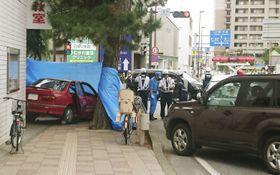 90代女性が複数の歩行者をはねた、JR茅ケ崎駅に近い国道1号の交差点付近=28日午後0時50分ごろ、神奈川県茅ケ崎市元町