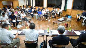 日之影町議選の立候補予定者が登壇し、意見を交わした公開討論会=22日午後、日之影町福祉館