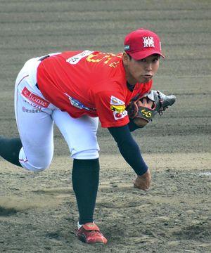 【福島―群馬】8回無失点の投球で勝利に貢献した上江洌=福島レッドホープス西会津球場