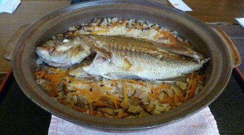 ■全国区の炊き込みご飯。鯛のうま味が凝縮したぜいたくな一品だ