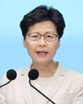 香港の政府本部庁舎で記者会見する林鄭月娥行政長官=18日(共同)