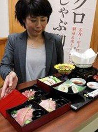 完成した「串本マグロしゃぶしゃぶ御膳」(1月31日、和歌山県串本町串本で)