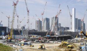 工事が進められている東京五輪・パラリンピックの選手村=17日午後、東京都中央区