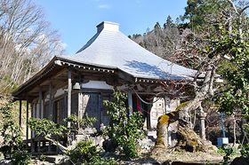 屋根が修繕され、秘仏が約300年ぶりに公開される東永寺=朝日町新宿