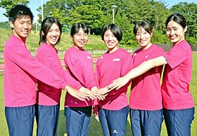日本選手権での活躍を誓う(右から)武石、青木沙弥佳、松本、青木りん、紫村、小倉