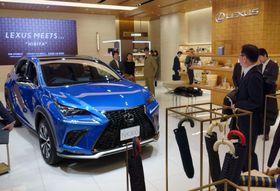 トヨタ自動車が設けた「レクサス」のPR拠点「レクサス ミーツ」=22日午後、東京都千代田区