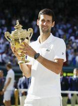 男子シングルスで3年ぶり4度目の優勝を果たしたノバク・ジョコビッチ=ウィンブルドン(共同)
