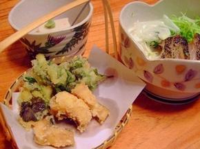 ウツボと山菜の天ぷら(手前)、ウツボのたたき(右奥)、ごま豆腐