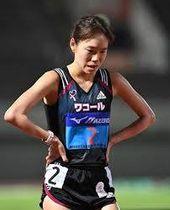 女子1万メートル、レース後、浮かない表情を見せる一山麻緒(撮影・中村太一)