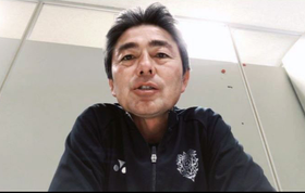 ビデオ通話で取材に応じる福岡の長谷部茂利監督