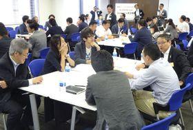 野村証券の会合で新規事業創出を議論する地方企業関係者ら=7月、新潟市