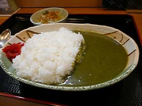 緑色の「よもぎカレー」大盛り