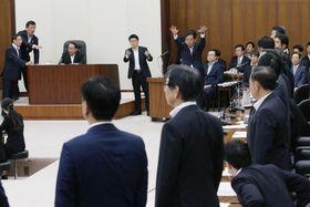 参院定数を6増する公選法改正案を可決した衆院政治倫理・公選法改正特別委=17日午前