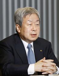 インタビューに答える堀憲郎日本歯科医師会会長