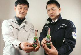 若者やインバウンドなどをターゲットに、日田市の津江地域特産の葉ワサビなどを使って開発した新商品「わさびペッパー」=日田市前津江町の川津食品