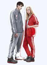 平昌五輪に個人資格で参加するロシア選手の公式服のデザイン(ZASPORT提供・AP=共同)
