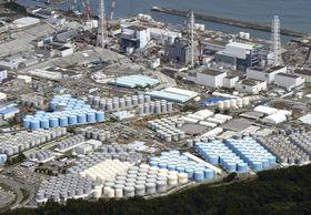 福島第1原発の敷地内に立ち並ぶ汚染水タンク=9月