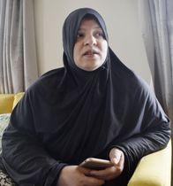 モスク銃乱射事件で殺害された夫と長男について語るアンバー・ラシッドさん=19日、ニュージーランド・クライストチャーチ(共同)