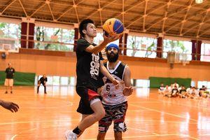 バスケ3人制 「カラツ レオ ブラックス」の選手 佐賀東高でプロの技直伝