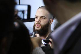 米大リーグ、ホワイトソックスのイベントで記者団から取材を受けるカイケル投手=24日、米シカゴ(AP=共同)