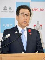 東京五輪のマラソンと競歩の札幌開催について、意見を述べる札幌市の秋元克広市長=21日午後、札幌市役所