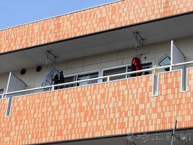 1歳男児が死亡しているのが見つかったマンション=16日午後2時ごろ、桶川市東1丁目