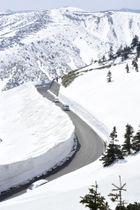 冬季閉鎖が解除された「志賀草津道路」=20日午前、群馬県中之条町