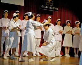 看護の精神、これからも 滋賀・近江八幡看護学校、最後の戴帽式